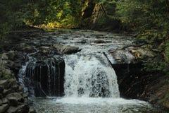 Затеняемый скалистый водопад стоковое изображение