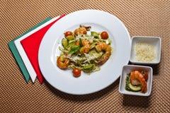 Затир с креветками и овощами Стоковая Фотография