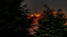 Затишье захода солнца перед штормом стоковые фото
