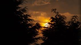 Затишье захода солнца перед штормом стоковое изображение rf