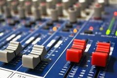 Заткните ручку микрофона и регулятора звука на панели Стоковые Фотографии RF