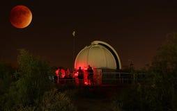 Затмение 2015 Supermoon на обсерватории Гилберта роторной Centennial стоковое изображение rf