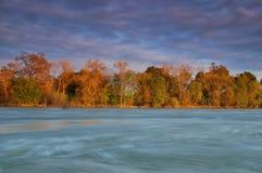 затопленное река стоковые изображения