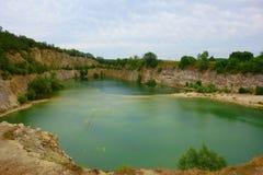 Затопленный карьер в Mikulov, южной Моравии, чехии, Центральной Европе стоковая фотография
