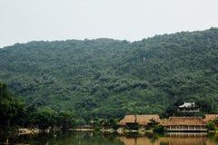 Затопленная азиатская страна против фона гор в t Стоковая Фотография