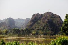 Затопленная азиатская страна против фона гор в t Стоковые Изображения RF