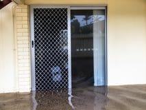 Затопленный дом через дверь Стоковые Изображения RF