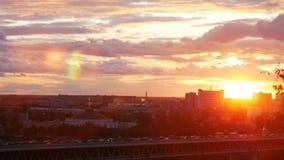 Затор движения в городе Вечер лета солнечный видеоматериал