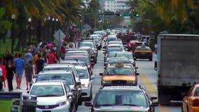 Затор движения на городских пейзажах Miami Beach США привода океана сток-видео