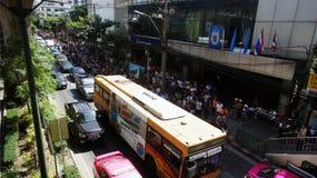 Затор движения на дороге Sukhumvit из-за политического митинга стоковое изображение