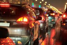Затор движения или сброс давления в дороге улицы города на празднике Стоковое Фото