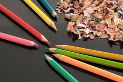 Заточенные красочные карандаши и shavings Стоковое фото RF