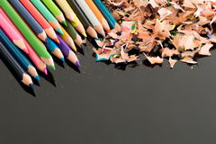 Заточенные красочные карандаши и shavings Стоковая Фотография