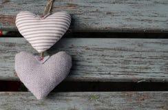 2 затрапезных шикарных сердца Стоковые Изображения RF