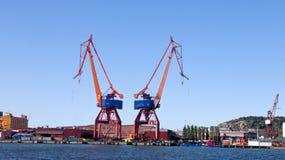 Затяжелитель груза вытягивает шею Гётеборг - Швеция стоковые изображения rf