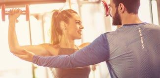 Затяните ваши мышцы на ваших руках стоковая фотография rf