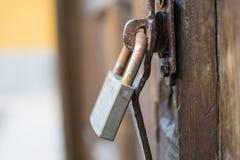 Зафиксируйте на деревянной двери Стоковое Изображение RF