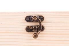 Зафиксируйте на деревянной шкатулке для драгоценностей Стоковое фото RF