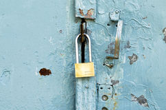 Зафиксируйте на старой двери Стоковая Фотография RF