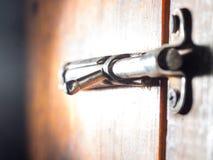Зафиксируйте на старой деревянной двери Стоковое Изображение