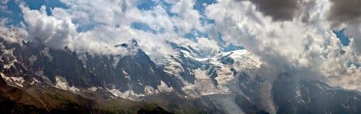 Захватывающие виды гор над долиной Шамони, Франции и к Монблану Стоковое Фото