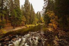 Захватывающие виды национального парка Yosemite в осени, халифе Стоковые Изображения