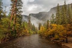 Захватывающие виды национального парка Yosemite в осени, халифе Стоковая Фотография