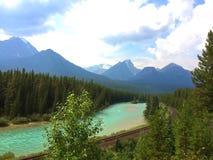 Захватывающий взгляд канадских скалистых гор в национальном парке яшмы стоковые фото