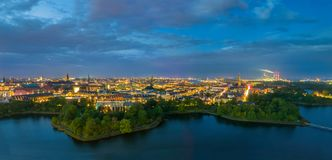 Захватывающий город освещает, широкая панорама Копенгагена на ноче Стоковые Фото