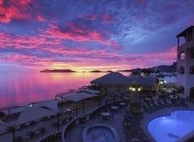 Захватывающий заход солнца, море пляжного клуба Cortez, San Carlos, Mex Стоковое Фото