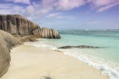 Захватывающий пустой пляж на Ла Digue, Сейшельских островах Стоковое фото RF