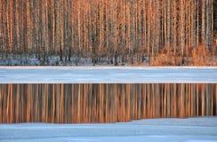 Захода солнца зимы ландшафта отражение озера природ Outdoors красивое Стоковые Фотографии RF