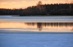Захода солнца зимы ландшафта отражение озера природ Outdoors красивое Стоковые Фото