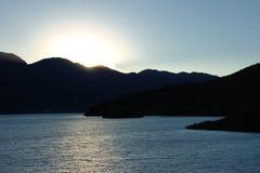 заходящее солнце озера стоковая фотография