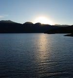 заходящее солнце озера стоковое фото rf