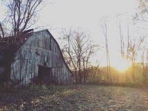 заход солнца амбара старый Стоковое Изображение