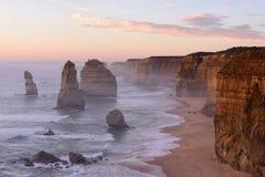 Заход солнца 12 апостолов вдоль большой дороги океана Стоковые Изображения RF