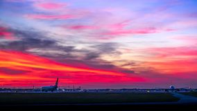 Заход солнца аэропорта в прибрежной южной Флориде стоковая фотография rf