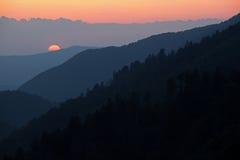 заход солнца больших гор закоптелый Стоковое фото RF