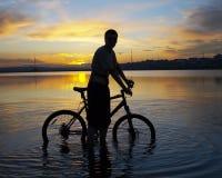 заход солнца велосипедиста Стоковая Фотография RF