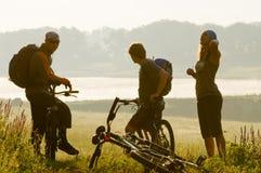 заход солнца велосипедистов Стоковое фото RF