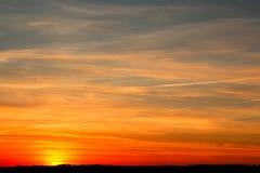 Заход солнца вечера далеко от города стоковое фото rf
