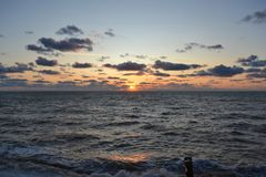Заход солнца вечера на Чёрном море стоковые фотографии rf