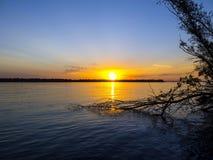 Заход солнца воды Стоковые Изображения