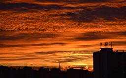 Заход солнца в› Å™ice LitomÄ с блоками квартир Стоковое Фото