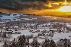 Заход солнца в баварском лесе стоковые изображения rf
