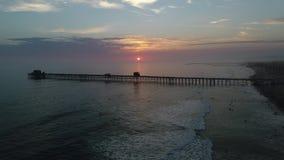 Заход солнца в береге океана акции видеоматериалы