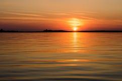 Заход солнца в воде Стоковое Изображение RF