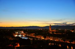 Заход солнца в городе в Флоренсе, Италии Стоковое Изображение