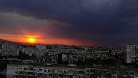 Заход солнца в городе стоковая фотография rf